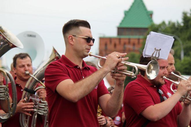 Фестивали духовых оркестров и Дружбы народов прошли в Нижнем Новгороде в День России - фото 27