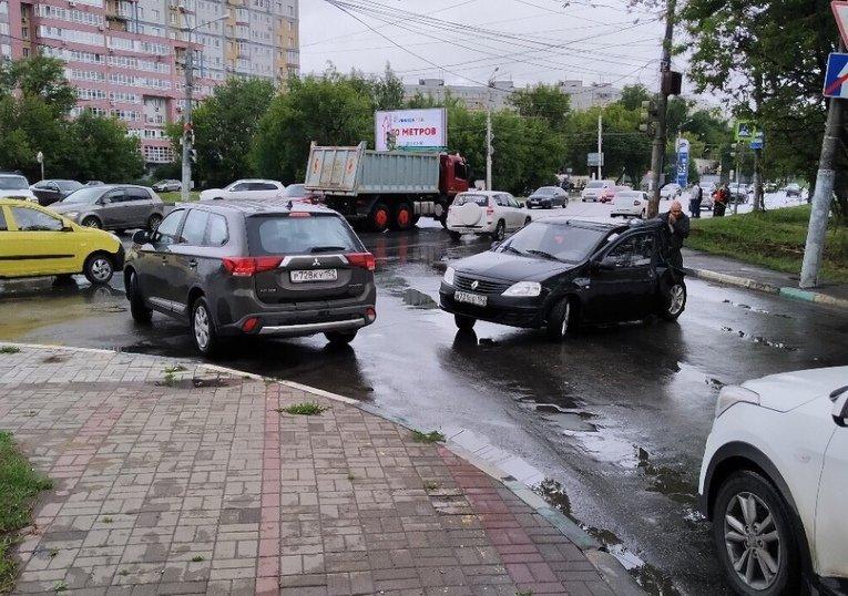 Самосвал и легковушка не поделили дорогу на Казанском шоссе 11 июля - фото 2