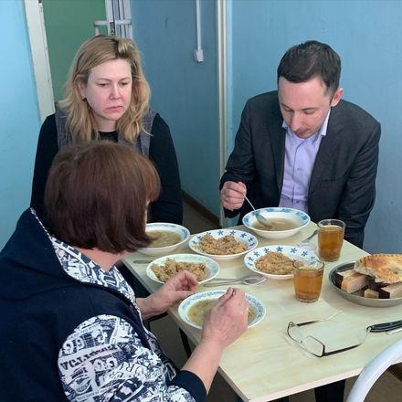 Мелик-Гусейнов проверил питание в Нижегородском областном госпитале ветеранов войн - фото 1