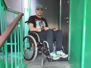 Недоступное жилье: инвалид-колясочник вынужден взять вторую ипотеку, чтобы выйти на улицу