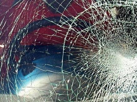 BMW врезался в опору в Сарове: пассажирка госпитализирована
