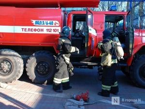 12 человек эвакуировали пожарные из горящего дома в Дзержинске