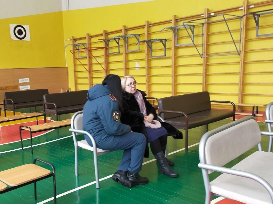 Психологи оказывают помощь жителям, пострадавшим от взрыва на Мещере - фото 1