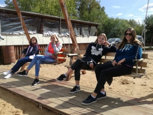 Волейболистки «Спарты» устроили пикник на Гребном канале