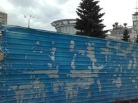 Синие заборы в Нижнем Новгороде