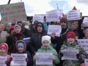 Жители Неклюдова попросили Путина разобраться в ситуации с железнодорожным переездом