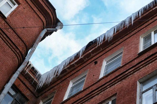 Крупные штрафы грозят нижегородским ДУКам за наледь на крышах  - фото 1