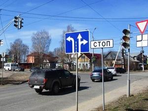 Дополнительная секция светофора для поворота направо заработала на перекрестке улицы Полярной с Анкудиновским шоссе
