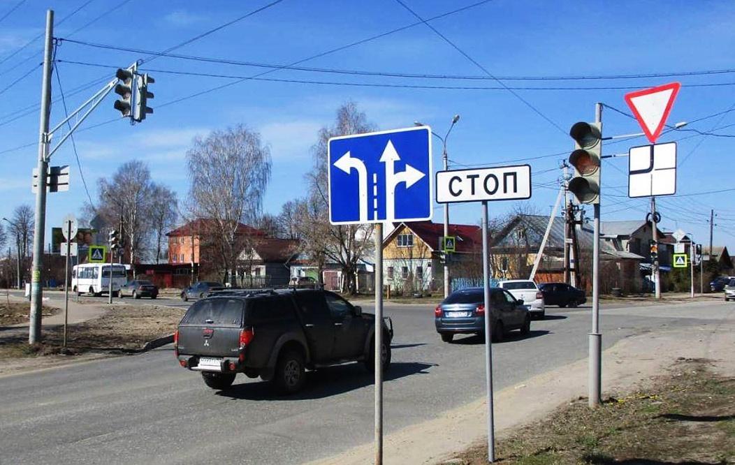 Дополнительная секция светофора для поворота направо заработала на перекрестке улицы Полярной с Анкудиновским шоссе - фото 1