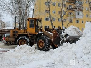 260 единиц спецтехники вышли на борьбу со снегом в Нижнем Новгороде