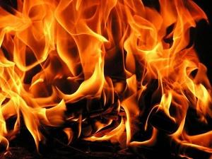 Два дебаркадера сгорели в районе Борского моста