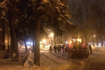 Лед сломан: сквер на площади Свободы привели в порядок после нагоняя от Панова