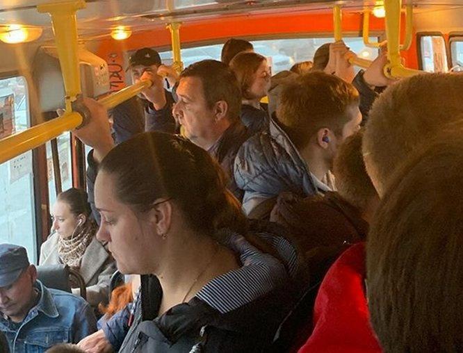 Министра здравоохранения шокировало отсутствие пассажиров в масках в нижегородском автобусе - фото 1