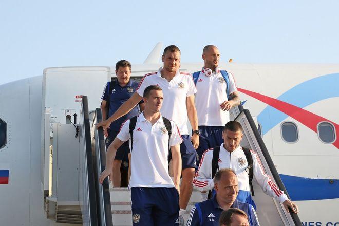 Сборная России по футболу прибыла на матч в Нижний Новгород - фото 4