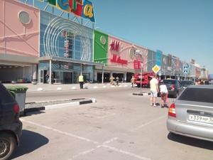 В ТЦ «Мега» эвакуировали посетителей