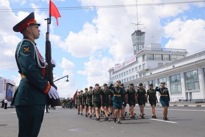 Военная техника проехала по Нижне-Волжской набережной в память о подвиге предков - фото 3
