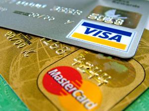 Пользователи Сбербанка в панике: дебетовые карты вдруг стали овердрафтными