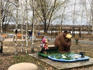 Фигуры Маши и Медведя украсили парк в Навашине