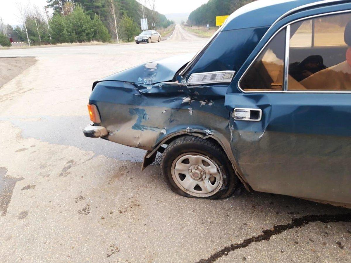 Водитель ГАЗа столкнулся с большегрузом в Богородском районе и попал в больницу - фото 1
