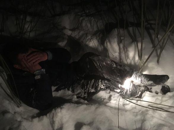 Сотрудники МЧС спасли из снежного плена замерзающего мужчину в Нижнем Новгороде - фото 1