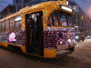 По Нижнему Новгороду начал ходить новогодний трамвай