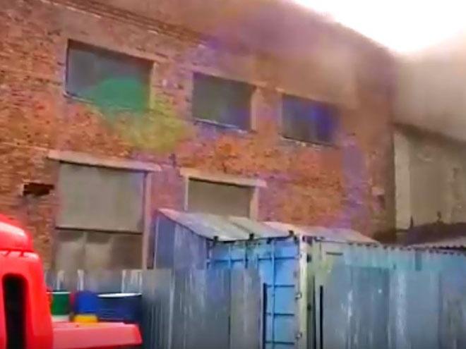 В Дзержинске загорелось ремонтное предприятие