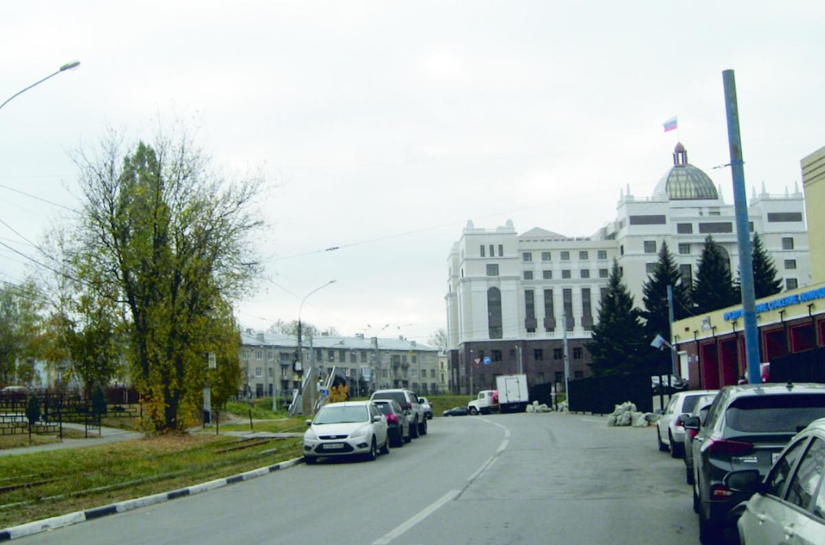 Запрет на парковку вводится у шестого дома по Окскому съезду в Нижнем Новгороде - фото 1