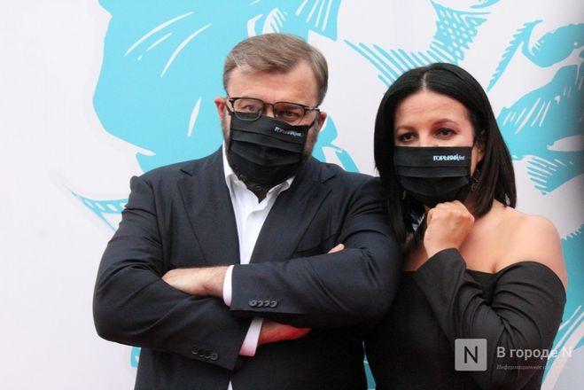 Маски на красной дорожке: звезды кино приехали на «Горький fest» в Нижний Новгород - фото 44