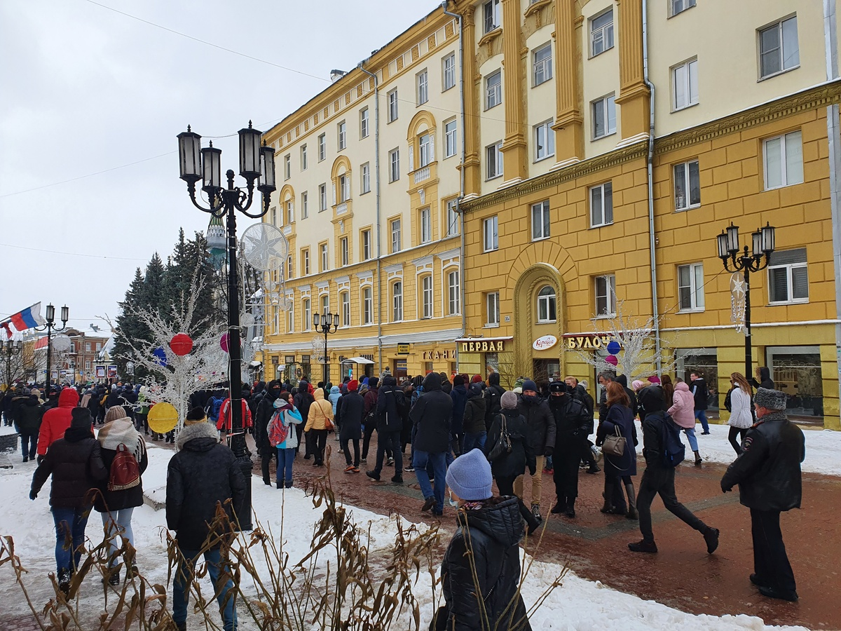 Участники нижегородского митинга обошли ОМОН  - фото 1