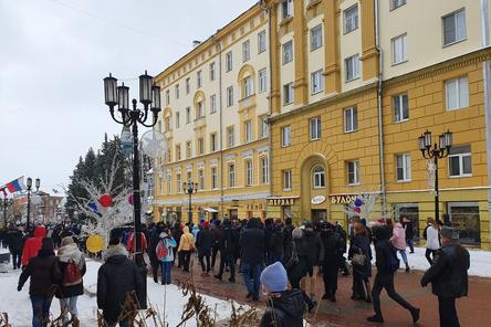 Участники нижегородского митинга выдвинулись к площади Минина и Пожарского