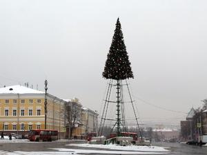 Праздники закончились: в Нижнем Новгороде демонтируют новогоднее оформление