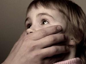 В Автозаводском районе педофил-рецидивист изнасиловал маленького сына своей знакомой