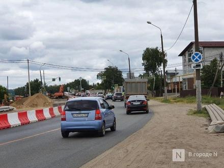 Автомобильный поток в районе строительства развязки в Ольгино «перекинут» слева направо